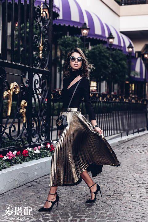 金属色百褶裙搭配